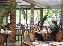 800x588LunchRestaurant1